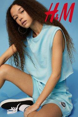 H&Mのカタログに掲載されているH&M ( あと2日)